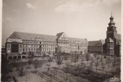 Haupthaus und Kirche